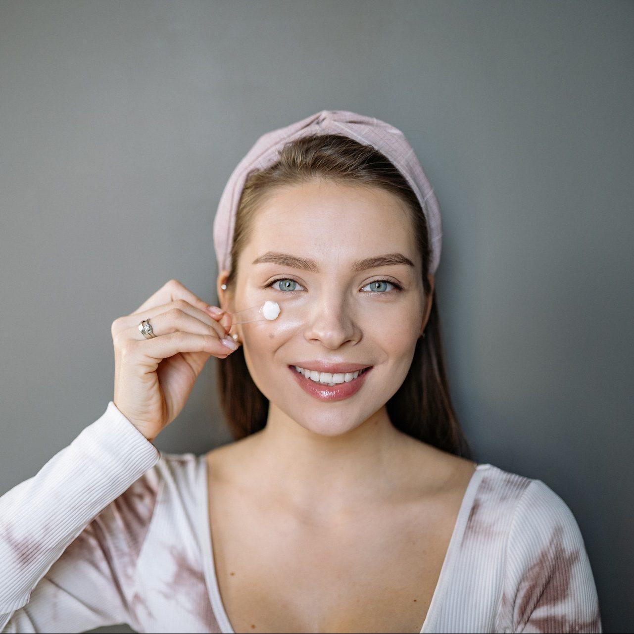 Tratamiento facial para iluminar tu piel en otoño